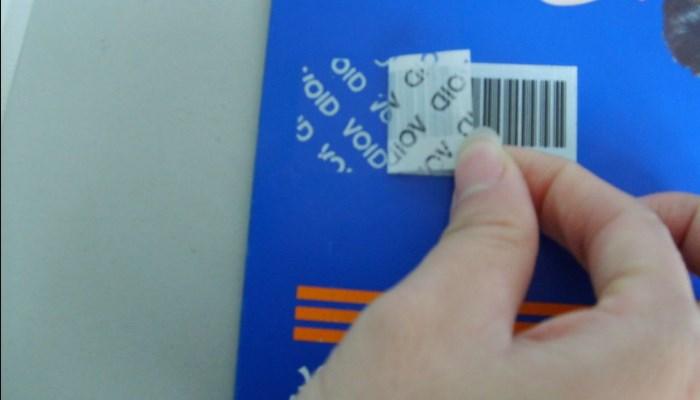Cómo quitar el pegamento de etiquetas adhesivas