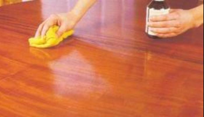 Cómo quitar pegantinas de la madera
