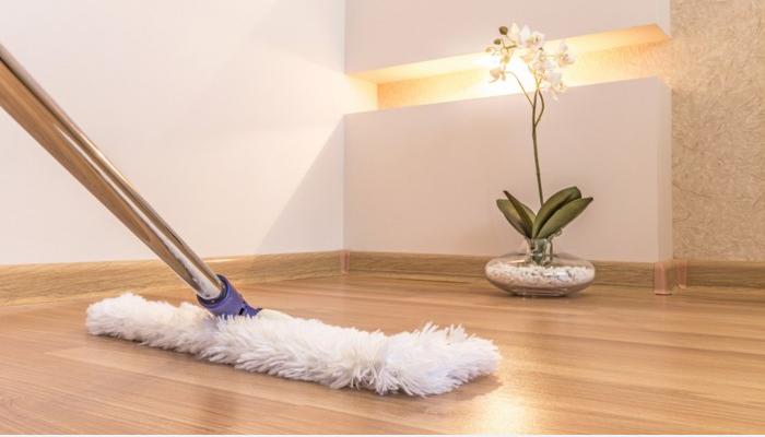 cómo quitar aceite del piso de parquet
