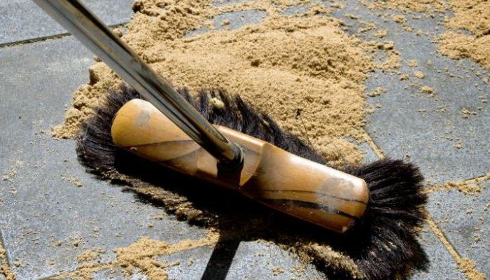 cómo quitar aceite del piso
