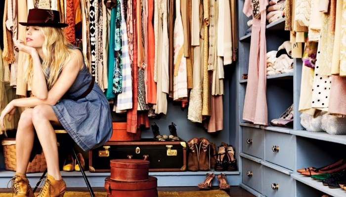 Cómo quitar el olor a rancio del armario