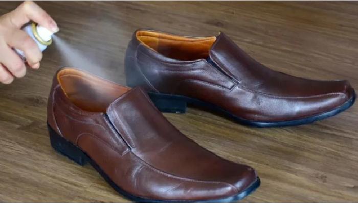 cómo quitar el olor a pies de los zapatos