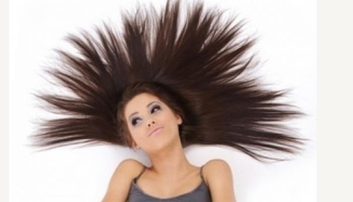 cómo quitar la electricidad estática del pelo