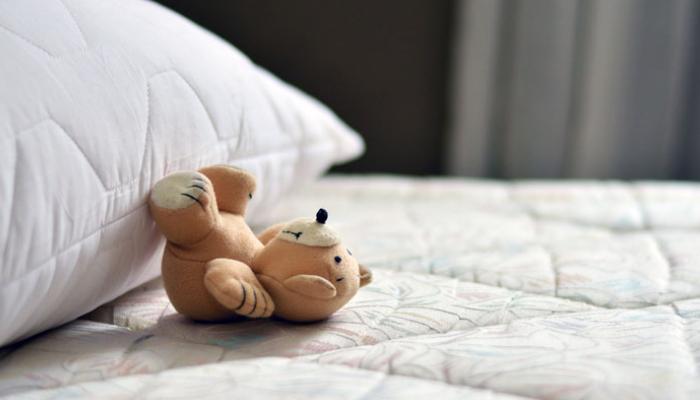 Cómo quitar manchas amarillas del colchón