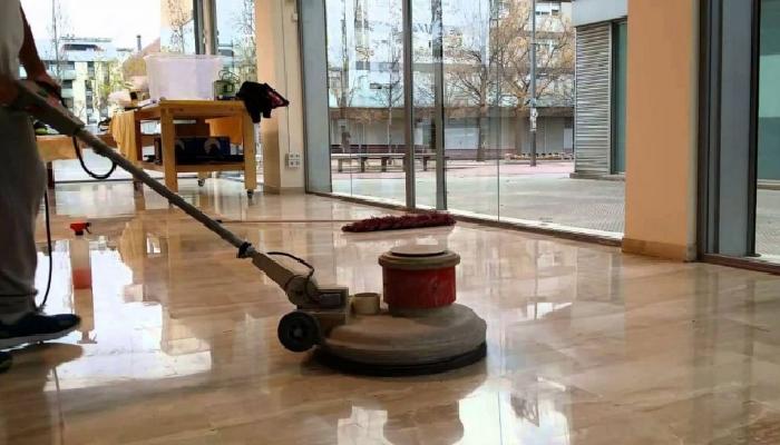 Consejos prácticos y útiles para pintar y no manchar el suelo