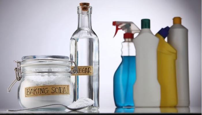 Vinagre Blanco y Bicarbonato de Sodiopara quitar óxido de la bañera