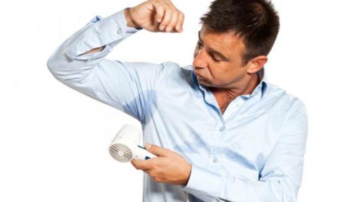 Consejos y recomendaciones para acabar con las manchas en las axilas de las camisas: