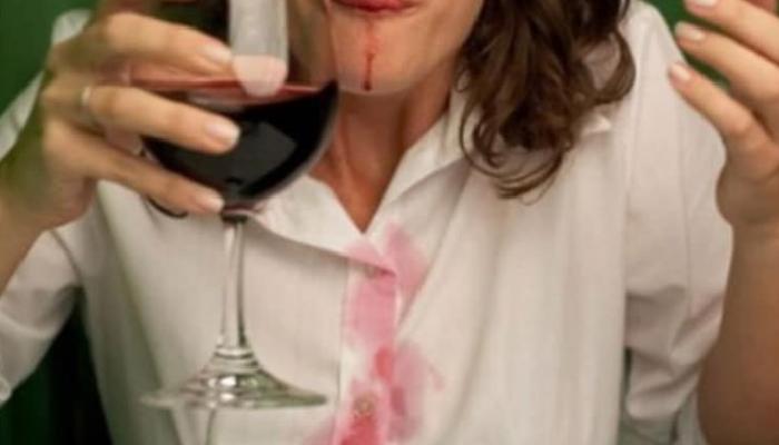 Consejos prácticos y útiles para quitar manchas de vino de la ropa: