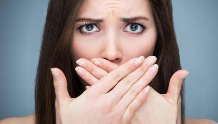 Cómo quitar las manchas marrones de los dientes