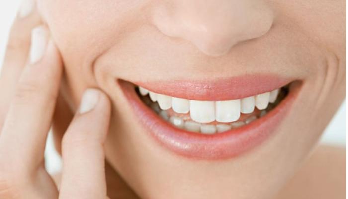 Consejos generales para evitar las manchas marrones de los dientes: