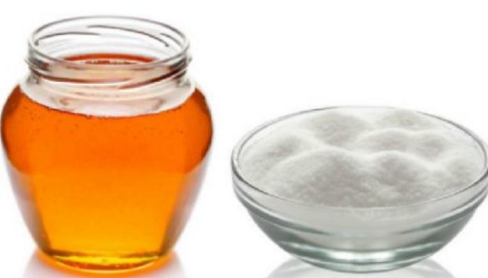 Miel y Azúcar para quitar los granitos de la espalda.
