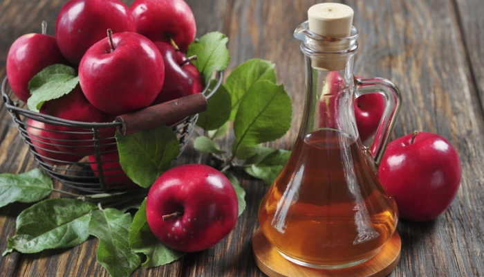 Vinagre de manzana para quitar los granitos de la espalda.
