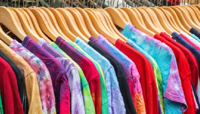 Cómo quitar manchas amarillas de la ropa de color