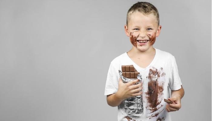 Cómo quitar manchas de chocolate en la ropa Blanca