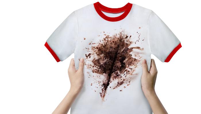 Cómo quitar manchas secas de chocolate en la ropa