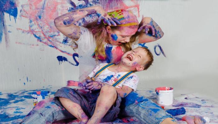 Cómo quitar manchas de pintura acrílica seca de la ropa