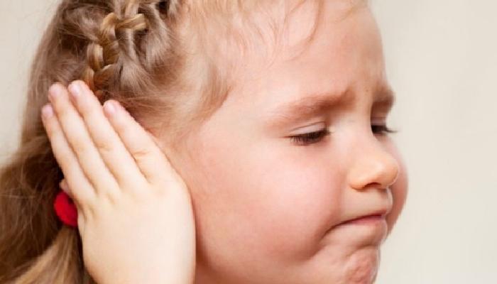 cómo quitar mocos del oído