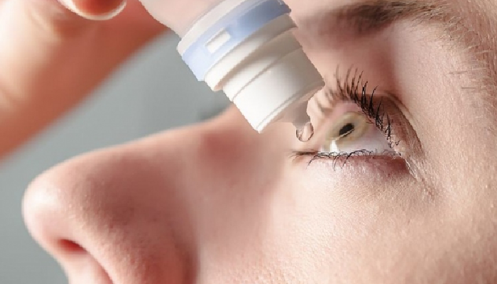 Cómo quitar lentilla blanda que se ha pegado en el ojo