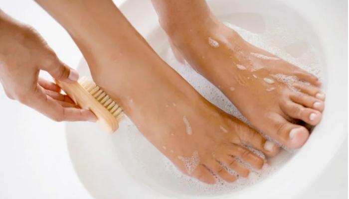 Baño de pies casero bactericida, antifungicida y relajante