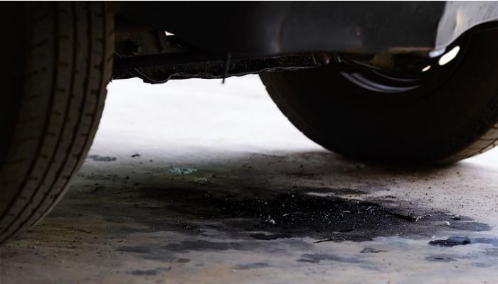 Aprende cómo quitar manchas de grasa de motor del suelo