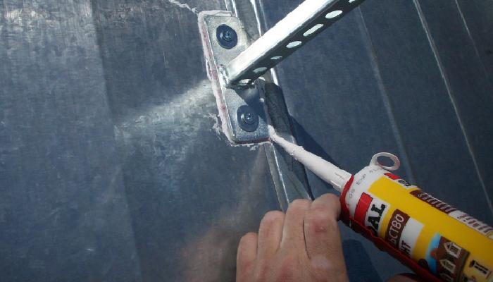 Formas fáciles de Cómo quitar restos de silicona del aluminio y otras superficies.