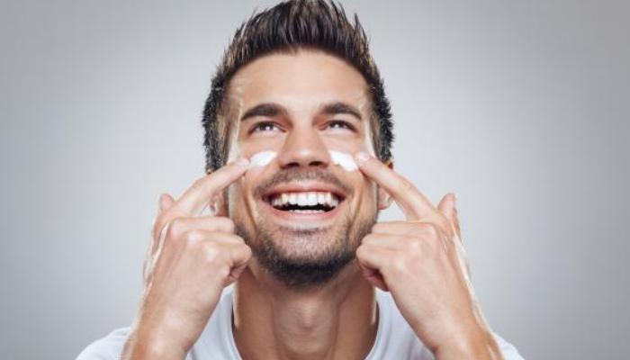 Consejos prácticos y útiles para quitar bolsas de los ojos en los caballeros