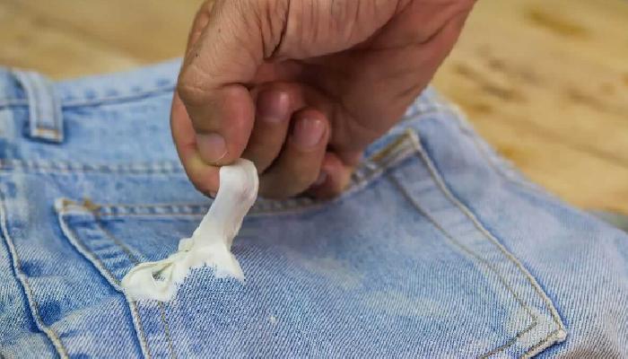 Sorprendentes consejo de Cómo quitar chicle seco de la ropa.