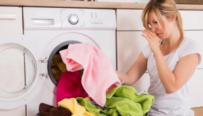cómo quita el olor a humedad de las toallas,