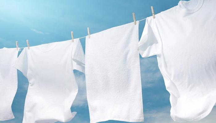 Cómo dejar tu ropa blanca, resplandecientes al quitarle las manchas amarillas: