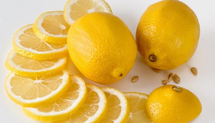 Limón efectivo para quitar las durezas de los pies
