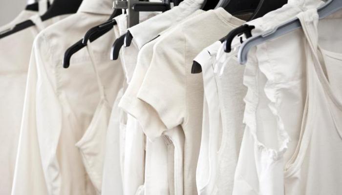 Cómo quitar manchas amarillas de ropa con remedios caseros