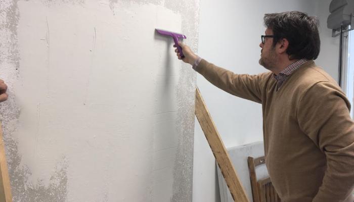 Elimina el gotelé de la pared con el decapante