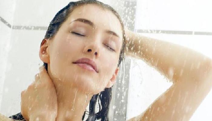 cómo quitar el sueño con una ducha de agua fría