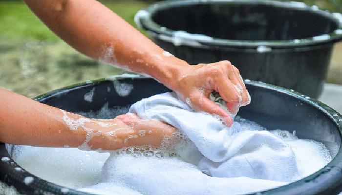 Lava a mano para quitar la electricidad estática