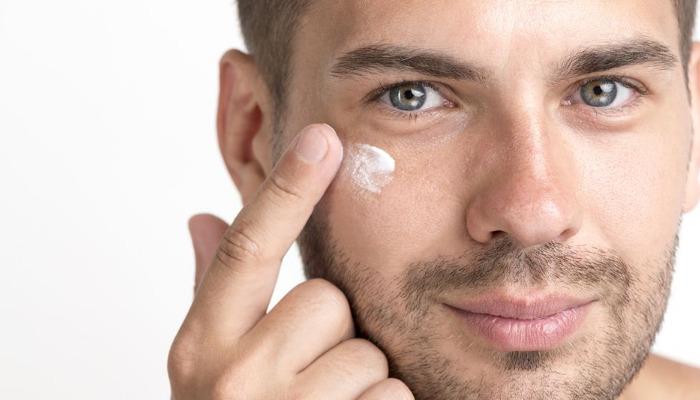 Cómo quitar las ojeras en hombres con remedios naturales