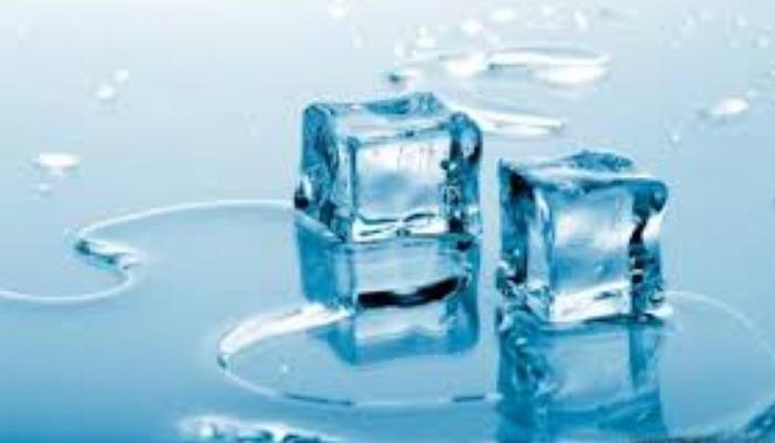 Usa hielo y quita las ojeras en hombres