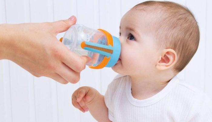 cómo quitar el hipo a un bebé