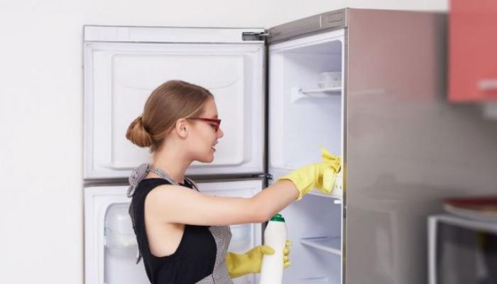 Con simples pasos puedes lograr quitar el mal olor de la nevera