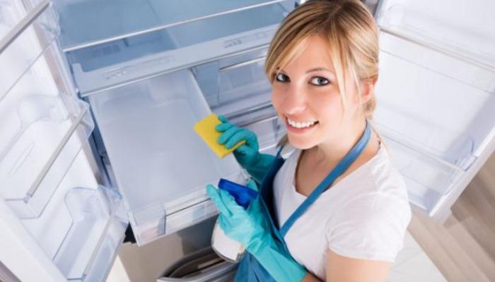De manea rápida y eficaz quita el mal olor de la nevera