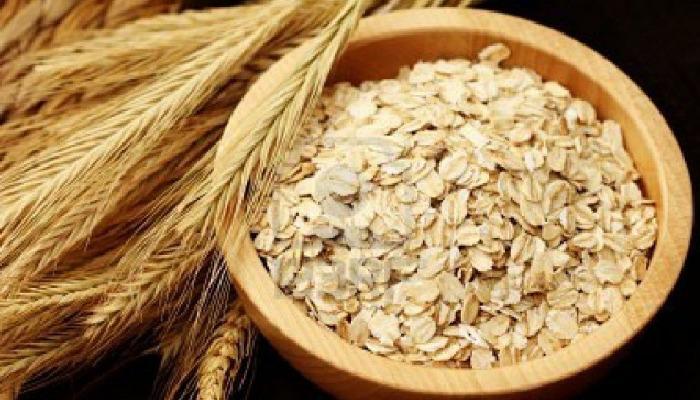 Dile adios a los granos de la espalda con exfoliante natural de avena