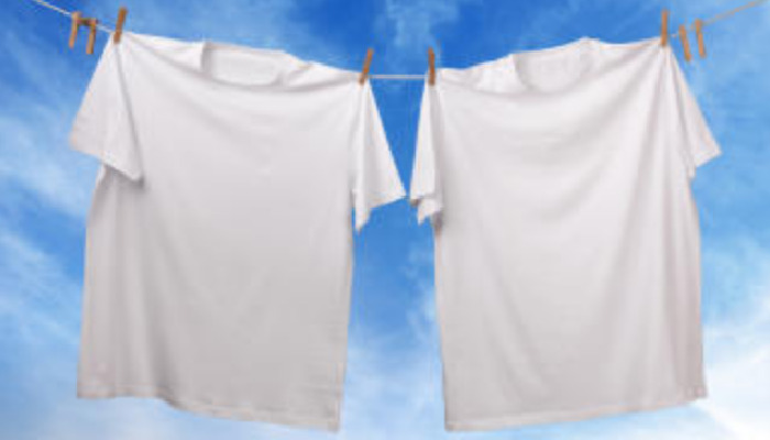 3 trucos para quitar manchas de tinte de la ropa blanca