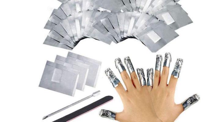 Envuelve en papel de aluminio y quita uñas de porcelana