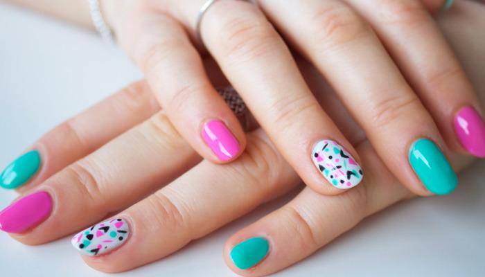 Aprende paso a paso a quitar uñas semipermanentes