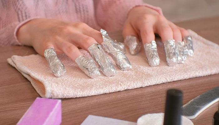 papel de aluminio para quitar uñas permanentes