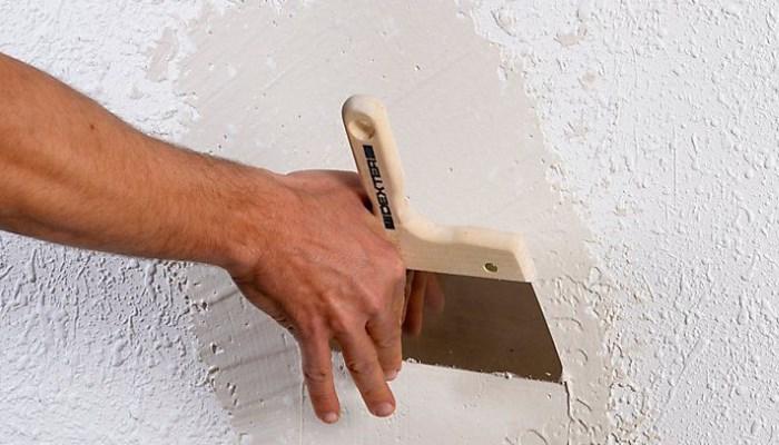 Cómo quitar el gotelé de una pared acabada con pintura al temple