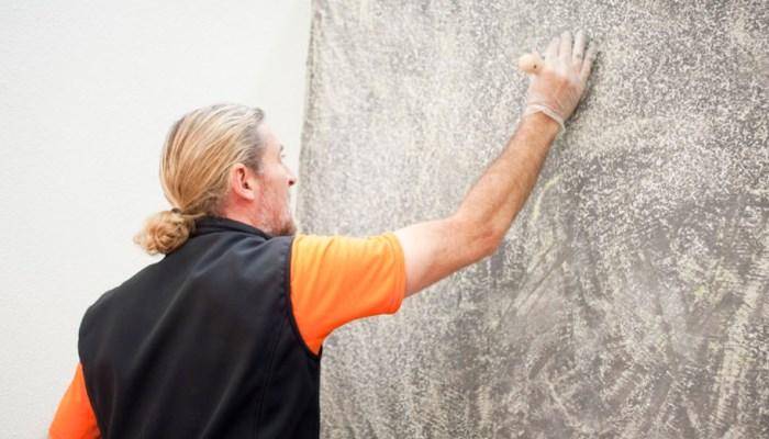 ¿Cómo quitar el gotelé de una pared acabada con pintura al plástica?