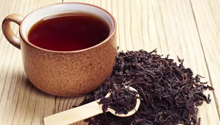 Astringente natural el Té negro te ayudará a quitar la grasa del pelo