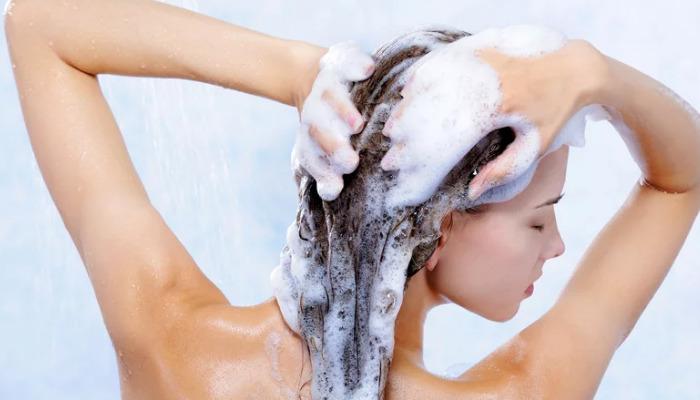 Para liberarte de la grasa del pelo sigue estos consejos