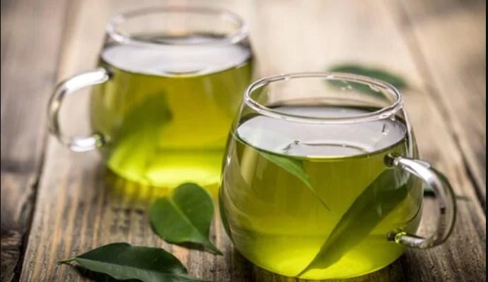 Cómo quitar la papada con té verde