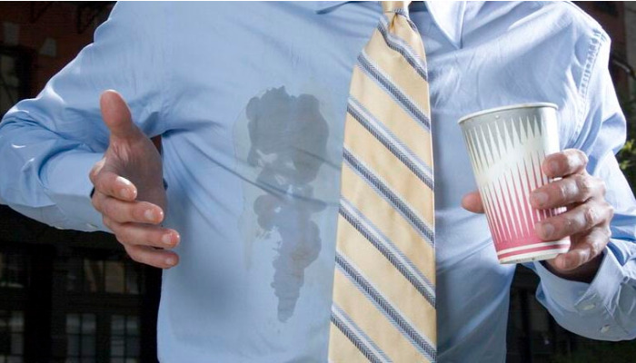 Quitar las manchas de café es posible con los siguientes métodos
